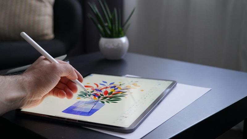 iPadでイラストを描いている様子