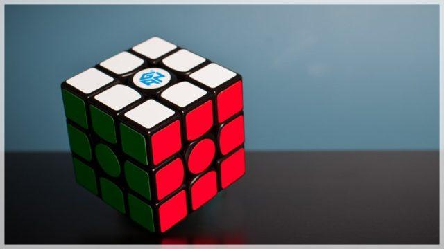 【ルービックキューブ】1分以内に揃えるために必要なコツを4つ解説