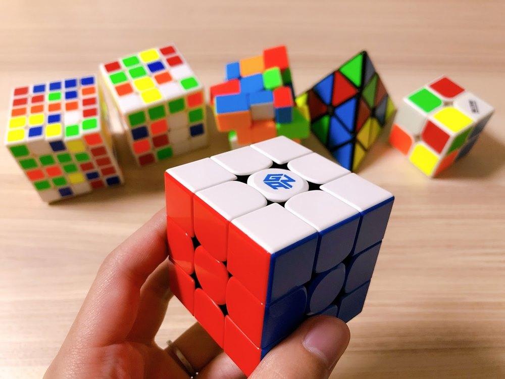 ルービックキューブを揃えた画像