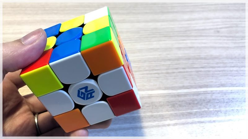 【ルービックキューブ】クロスを早く揃えるためのコツや練習方法を解説!