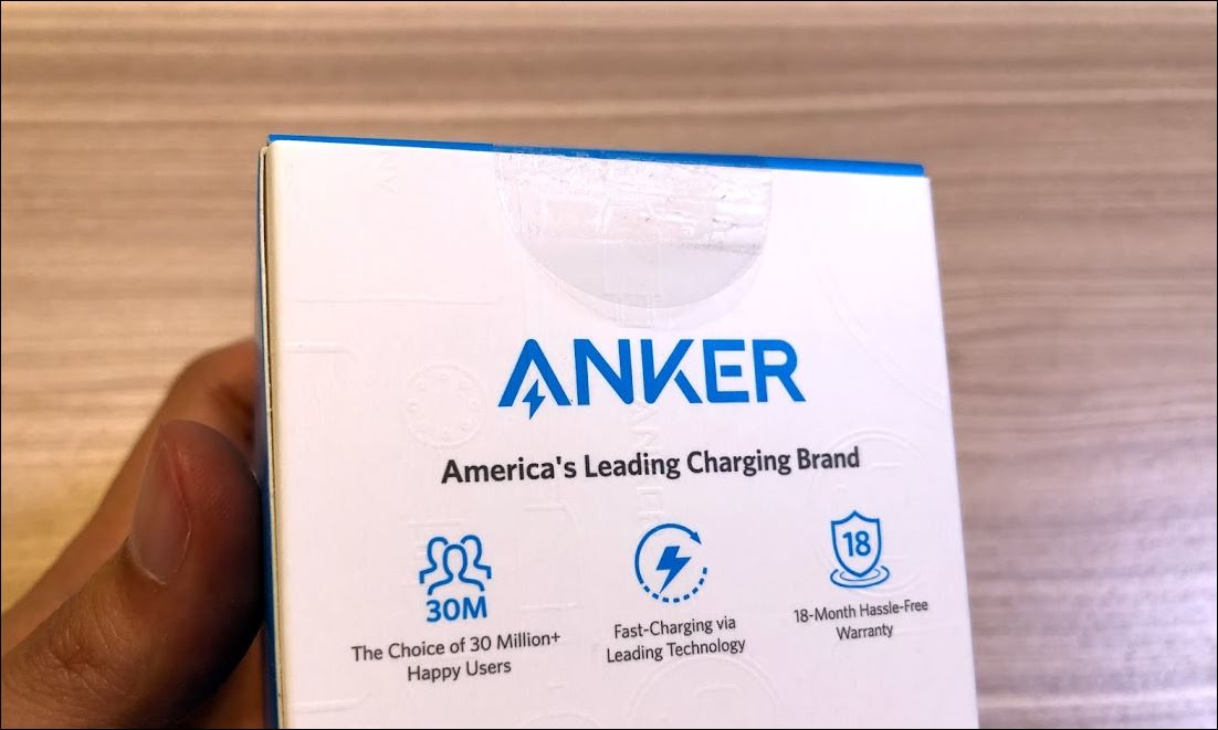 Anker PowerWave 7.5 Standの箱テープが開けやすい