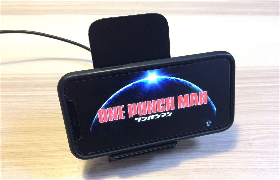 Anker PowerWave 7.5 Standはこのくらいズレてても充電可能横向き