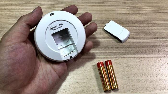 デュアルキャッチモンの電池交換の画像