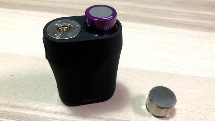 Eleaf iStick Pico Xにバッテリーを入れる