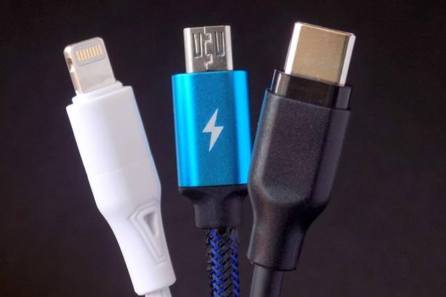 USBやライトニングのコネクタの形状
