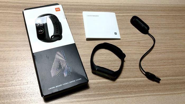 Xiaomi Mi Band 4の開封