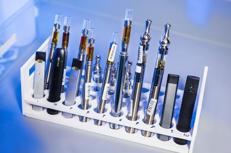 色々な種類の電子タバコの画像