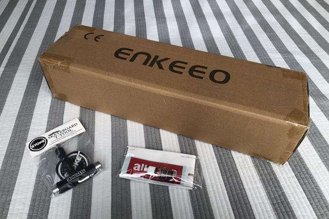 ENKEEO スケートボードの外箱の画像