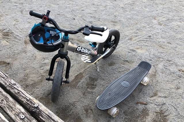ENKEEO スケートボードとディーバイクを並べた画像