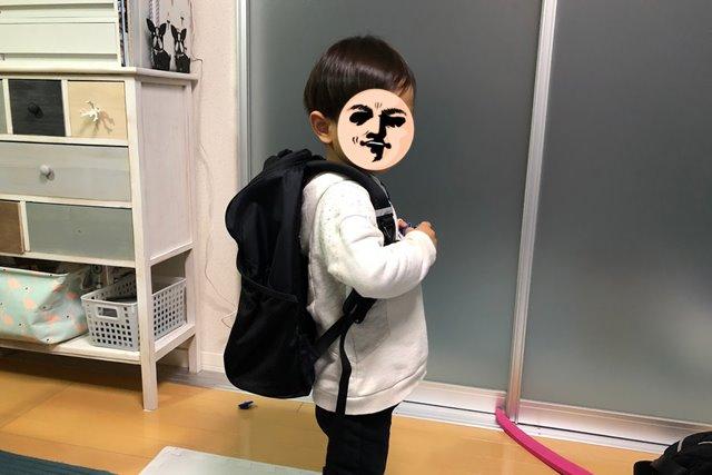 ノースフェイス レクタングを3歳児が背負ったイメージ図