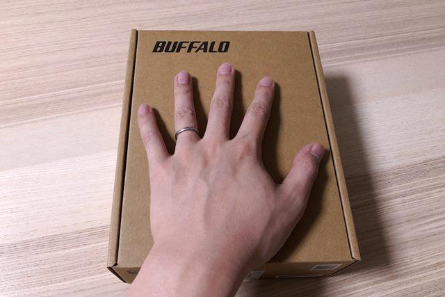 BUFFALO WSR-A2533DHP3のパッケージは無地の段ボール