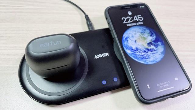 EarFun Airをワイヤレス充電している様子