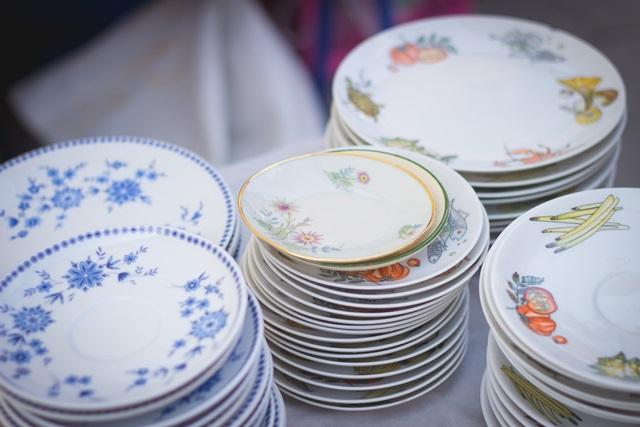 大量のお皿の画像