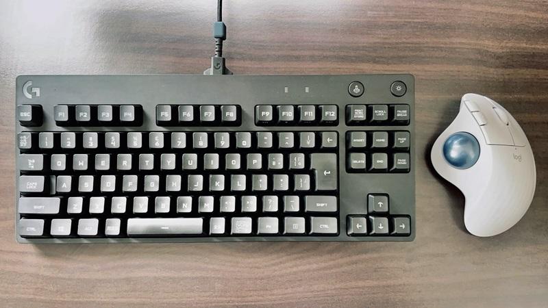 ロジクールのプロキーボードとM575マウスの画像