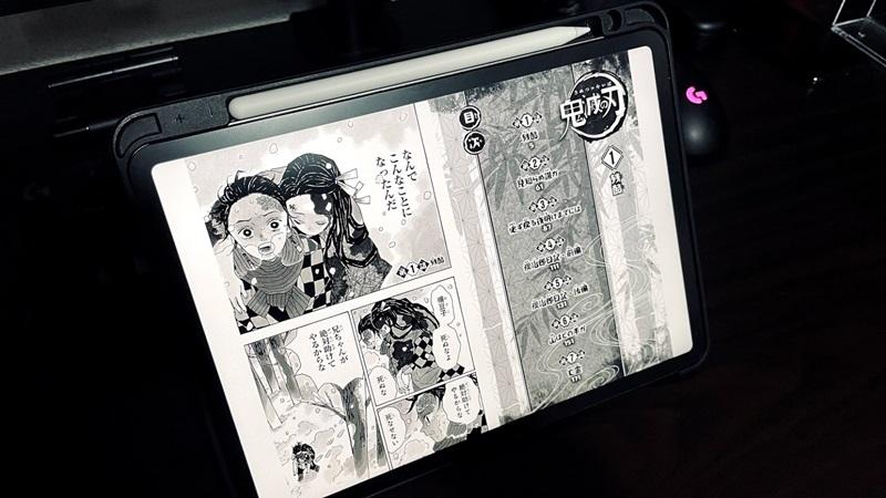 iPad Proで鬼滅の刃を読んでいる様子