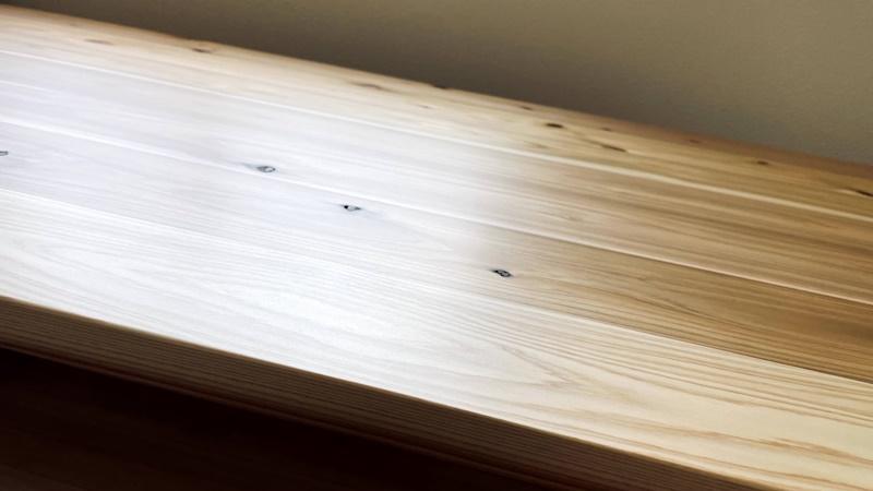 かなでものデスクの天板の表面