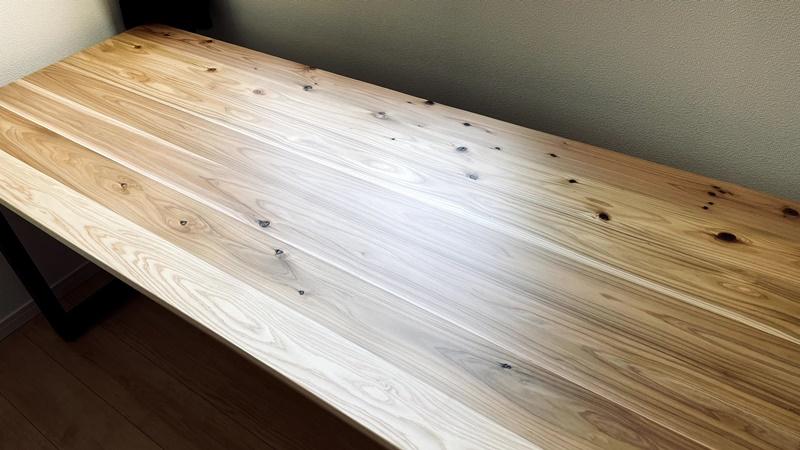 【かなでものデスク レビュー】杉無垢材の天板でデスクワークのやる気が沸く